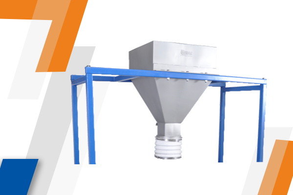 Feeding hopper with sifter